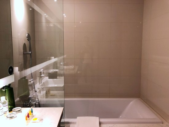 deep-soaking tub - Picture of Hyatt Place Bangkok Sukhumvit, Bangkok ...