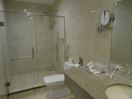 Toilet Met Douche : Douche w c lavabo picture of west hotel can tho tripadvisor
