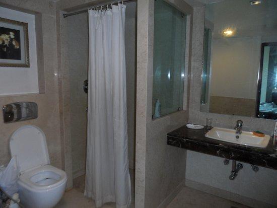 Hotel Libra : в номере на 3 человек давалось все из расчета на 2 человека