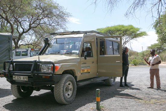 Bright African Safaris: Our 4x4 vehicle