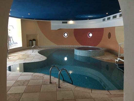 Zona piscina e vasca idromassaggio picture of hotel peter monte