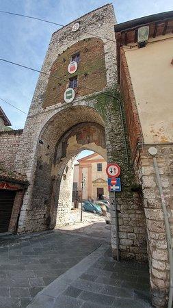 Porta romana gubbio aggiornato 2018 tutto quello che - Porta romana viaggi ...