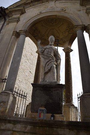 Gubbio, Italia: Statua di Sant'Ubaldo...