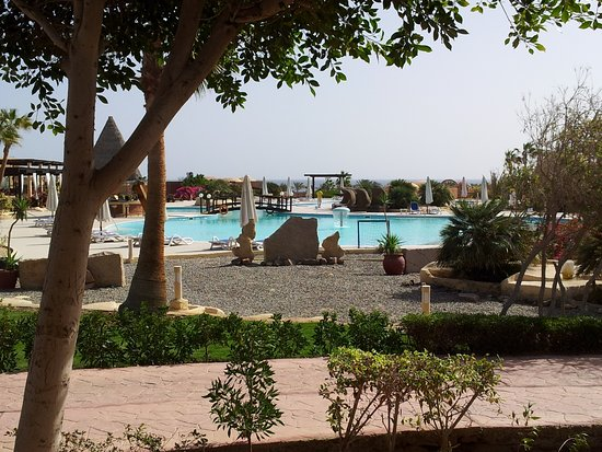 منتجع شاطئ كاليميرا حبيبة: Blick von unserer Terrasse zum Pool