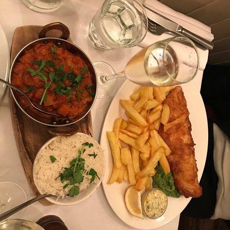 Rivington Bar & Grill - Greenwich: Coda di rospo e fisa & chips