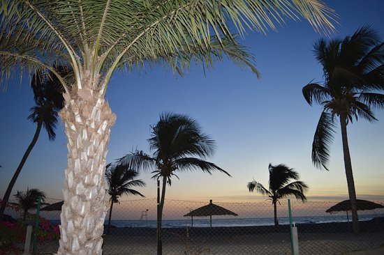 Sunbeach Hotel & Resort: Sunrise