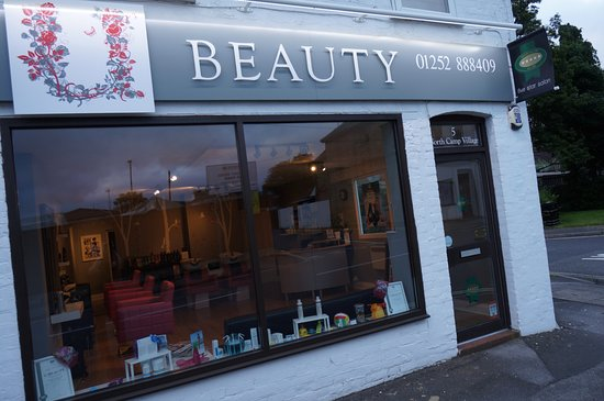 Farnborough, UK: Salon Front