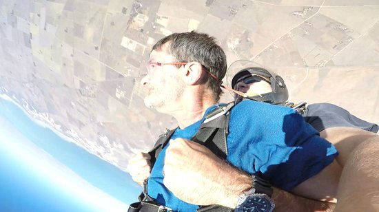 Adelaide Tandem Skydiving: Hey look there's the pub !