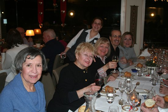 Hotel Kreuz & Post: Group photo at dinner