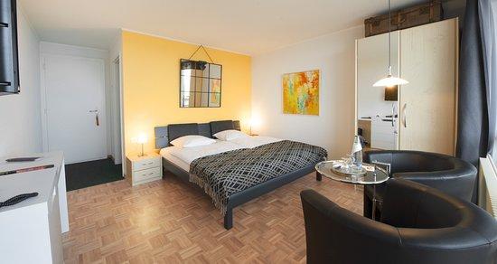 Lugnorre, Швейцария: Eines von 8 individuellen Boutique-Hotelzimmern mit Seesicht