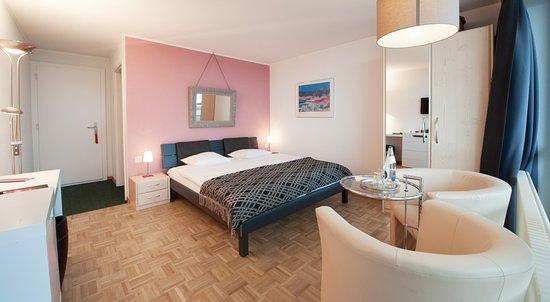 Lugnorre, Switzerland: Eines von 8 individuellen Boutique-Hotelzimmern mit Seesicht