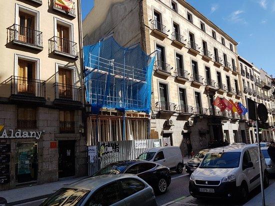 Bild fr n catalonia puerta del sol madrid for Av puerta del sol