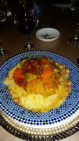 DAR ESSALAM : Couscous mit Hühnchen