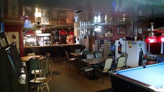 Menlo, IA: Short's Place - interior