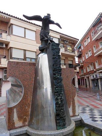 Los Yebenes, Spain: escultura en la plaza