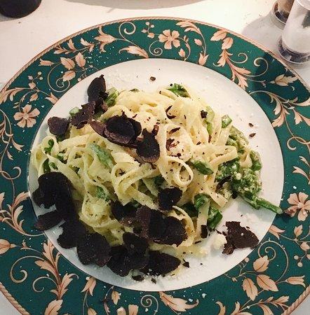 Pizzeria Ristorante Papa Pane di Sorrento: tagliatelle with black truffle