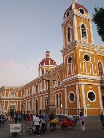 Granada, Nicaragua: church on west of park