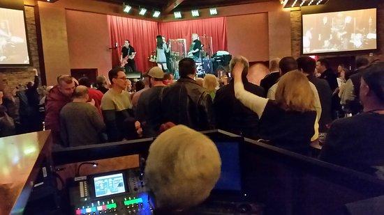Mohegan Sun Pocono: Live entertainment at Breakers Bar