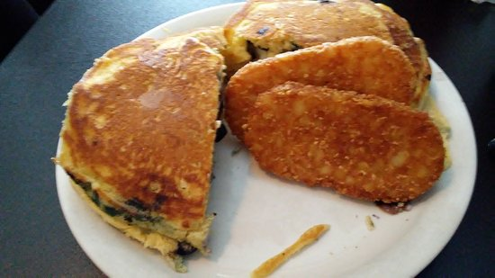 Sinking Spring, Pensilvania: Blueberry pancakes stuffed with egg, sausage, cheese & hashbrowns