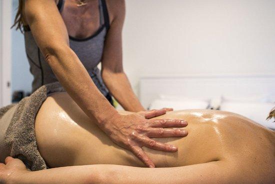 Booker Bay, Australia: Lomi Lomi - a traditional Hawaiian healing massage.