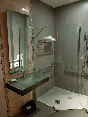 Ithaca of South Beach Hotel: 20180305_195729_large.jpg