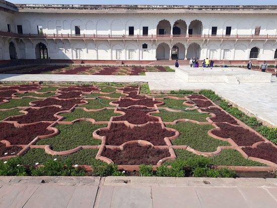 Anguri Bagh : Jardim persa!
