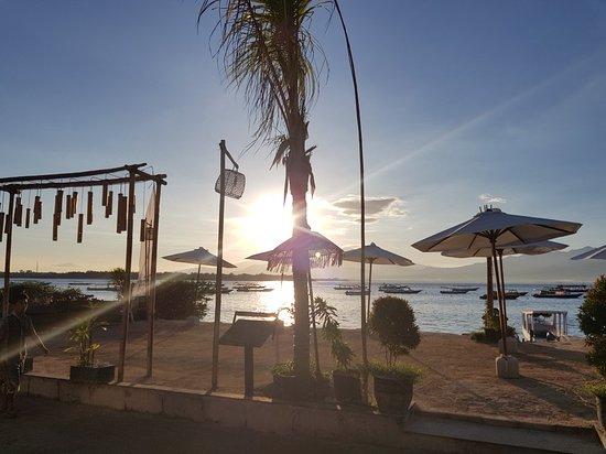 The Beach House Resort: 20180311_065202_large.jpg