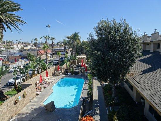 Aquamarine Villas: 2nd floor view to the pool