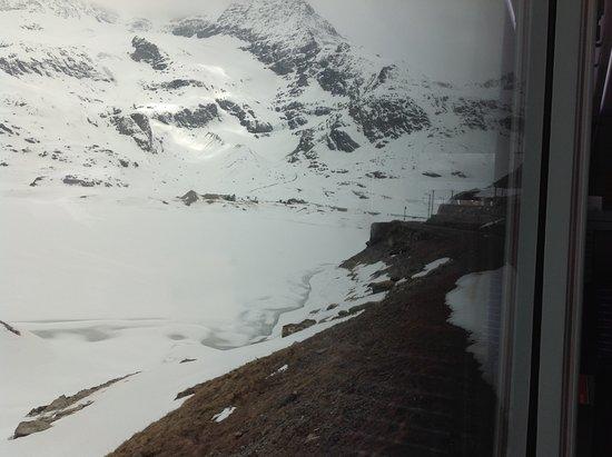 Diavolezza: Vista de Diavolleza de dentro do Trem Bernina.