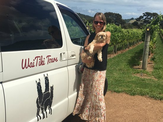 Waiheke Island, New Zealand: Nat & her co-pilot Shanti