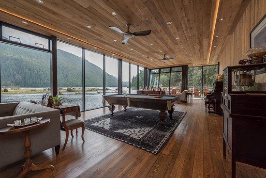 Clayoquot Sound, Canada: Ivanhoe Bar & Lounge