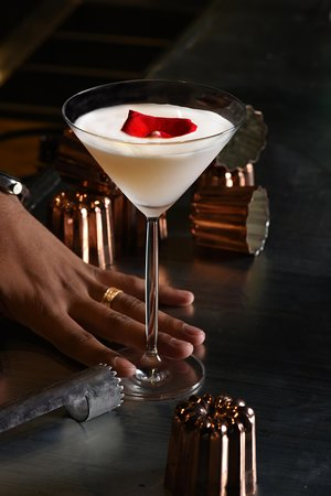Ruwi, Omán: Swing by and try one on of our perfectly blended cocktails.