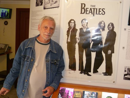Egri Road Beatles Múzeum: Az Istenek társaságában