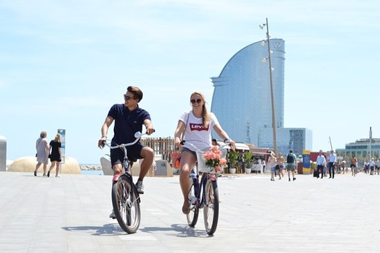 ‪Cruising Barcelona Bike Tours‬
