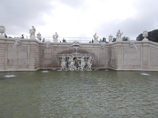 Fontana nel giardino - Изображение Дворцовый комплекс ...