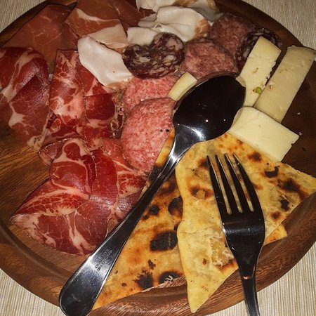 Rosora, Italia: Mangiafuoco Taverna