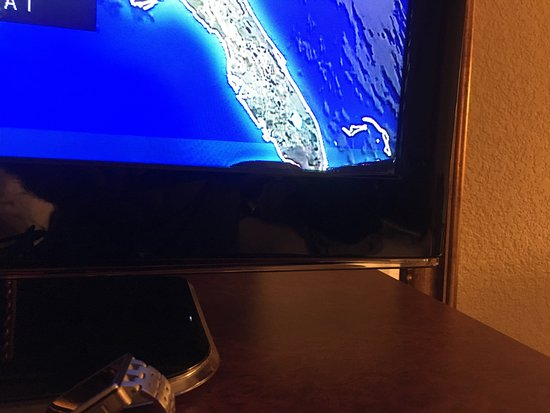 Holiday Inn Express & Suites Lucedale: TV screen
