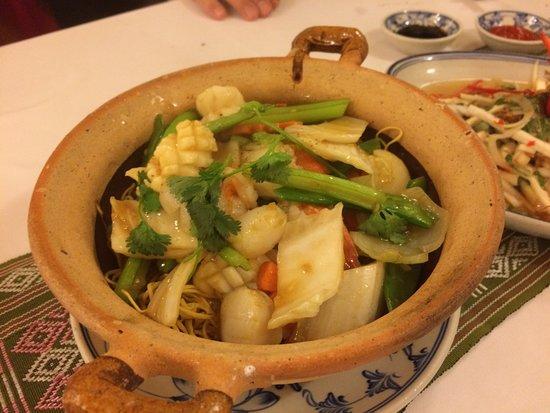 Song Ngu Seafood Restaurant: シメに頼んだヤキソバ。中華風かな