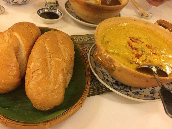 Song Ngu Seafood Restaurant: まろやかなカレー。パンにつけて食べる