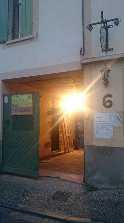 Uzeste, France: l entree