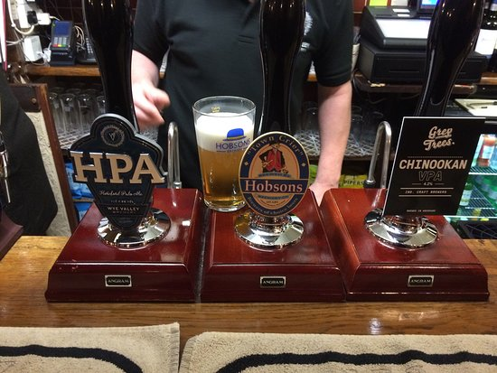 Great Malvern, UK: Selection of great ales at the pub
