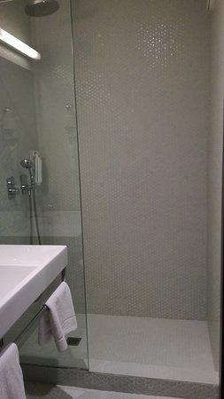 Piccolo Bagno Con Doccia.Piccolo Bagno Con Grande Doccia Picture Of Moov Hotel