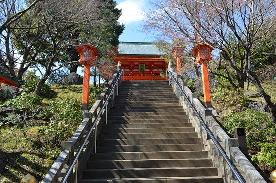 Anahachimangu: 楼門に続く階段