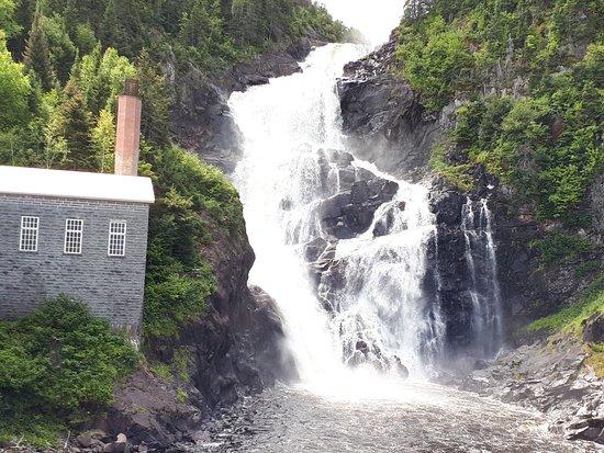 Village historique de Val-Jalbert: Chutes de l'ancien barrage électrique