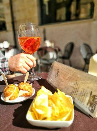Tosca Cafe: Spritz all'aperto..