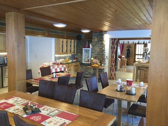 Les Hauderes, Schweiz: breakfast and restaurant area