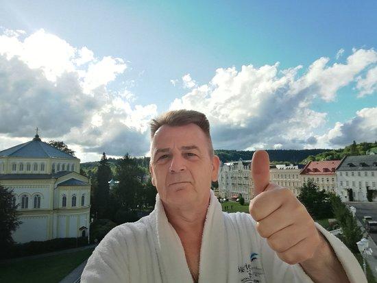 """Danubius Health Spa Resort Nové Lázně: Selfi auf """"meinem Balkon"""" mit Blick auf den Goetheplatz"""