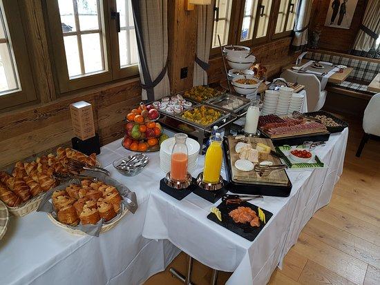 Rougemont, Swiss: Buffet du petit-déjeuner