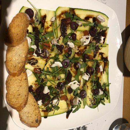 Cal Music Taverna: Carpaccio de carbassó i formatge de cabra