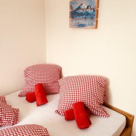 Sorenberg, Switzerland: Schöne Zimmer mit super Azssicht! Direkt im Skigebiet.